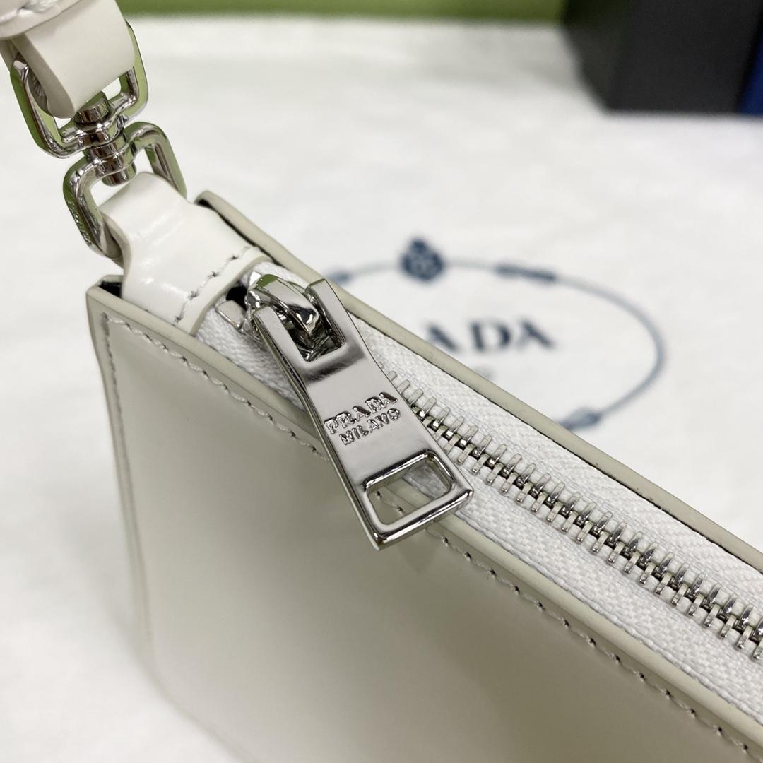【P900】Prada包包批发 普拉达白色进口牛皮新款腋下包单肩女包CM