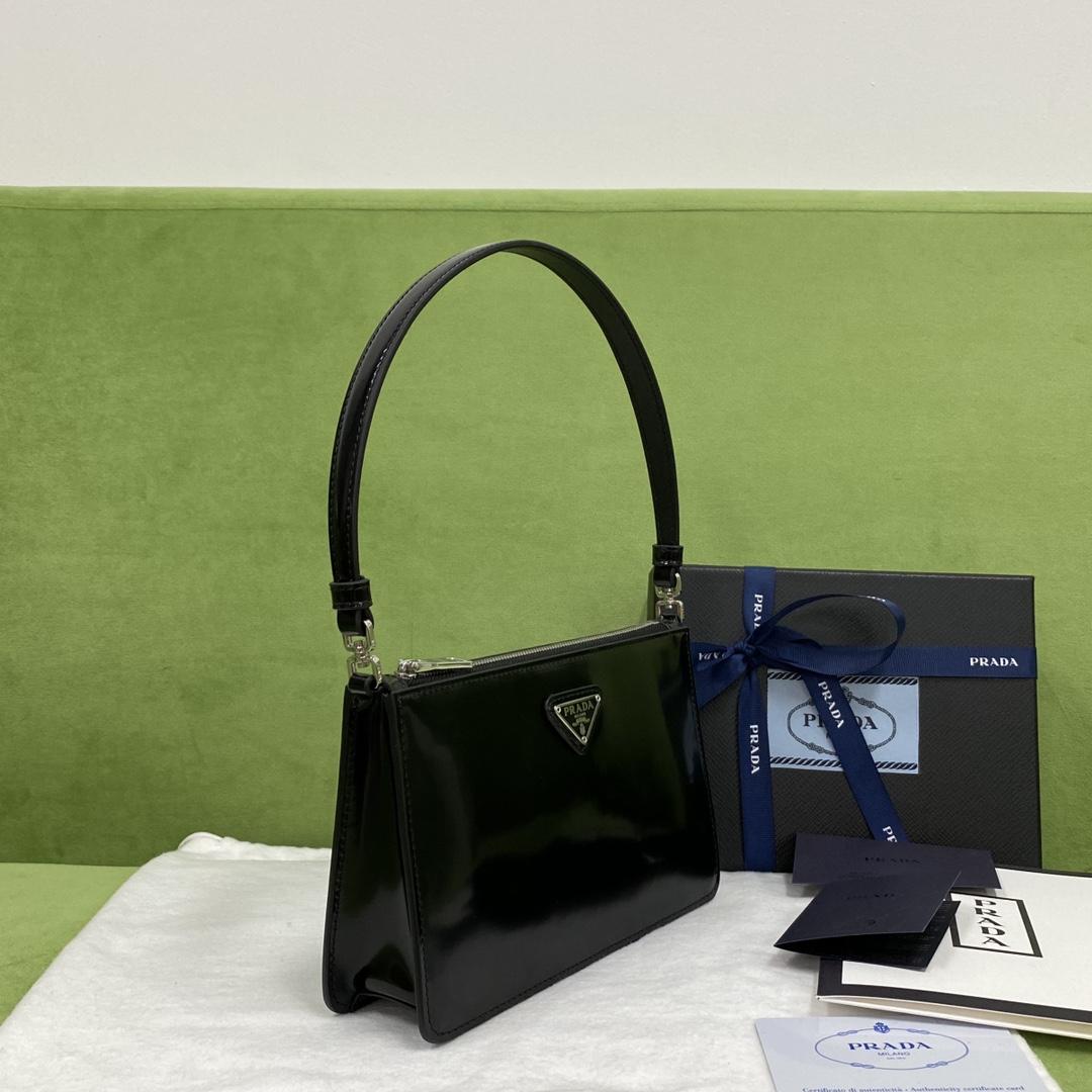 【P900】普拉达新款包包 Prada简约进口皮料单肩包腋下包20CM 黑色