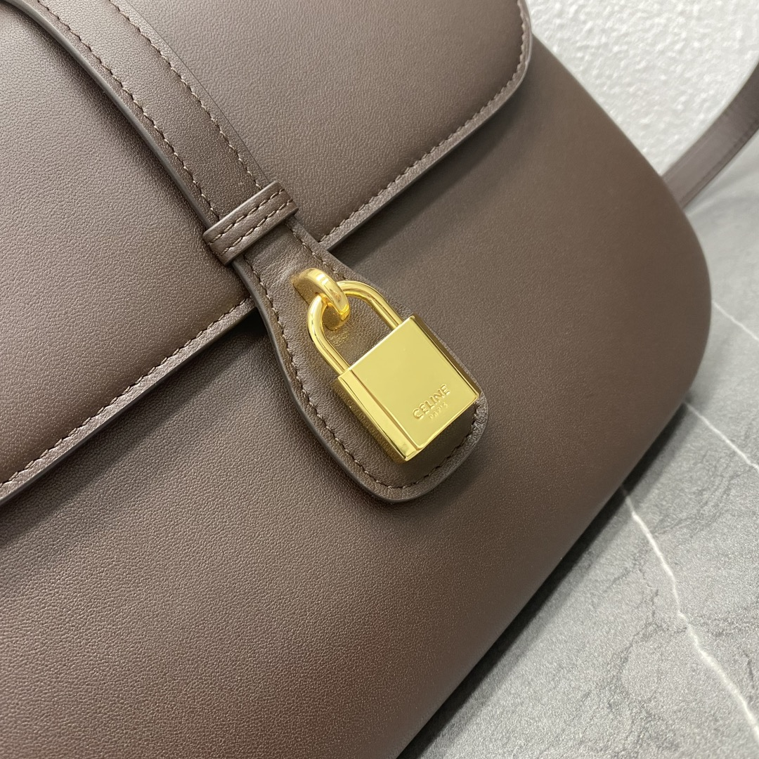 【P1580】思琳包包价格 Celine 2021秋冬新款TABOU翻盖包斜挎肩背包 棕色